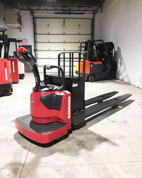 Raymond 8410 long john 27×96 electric pallet truck